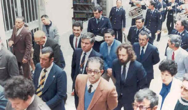 En primeiro plano José Luís Lomba Alonso nunha procesión oficial en 1983